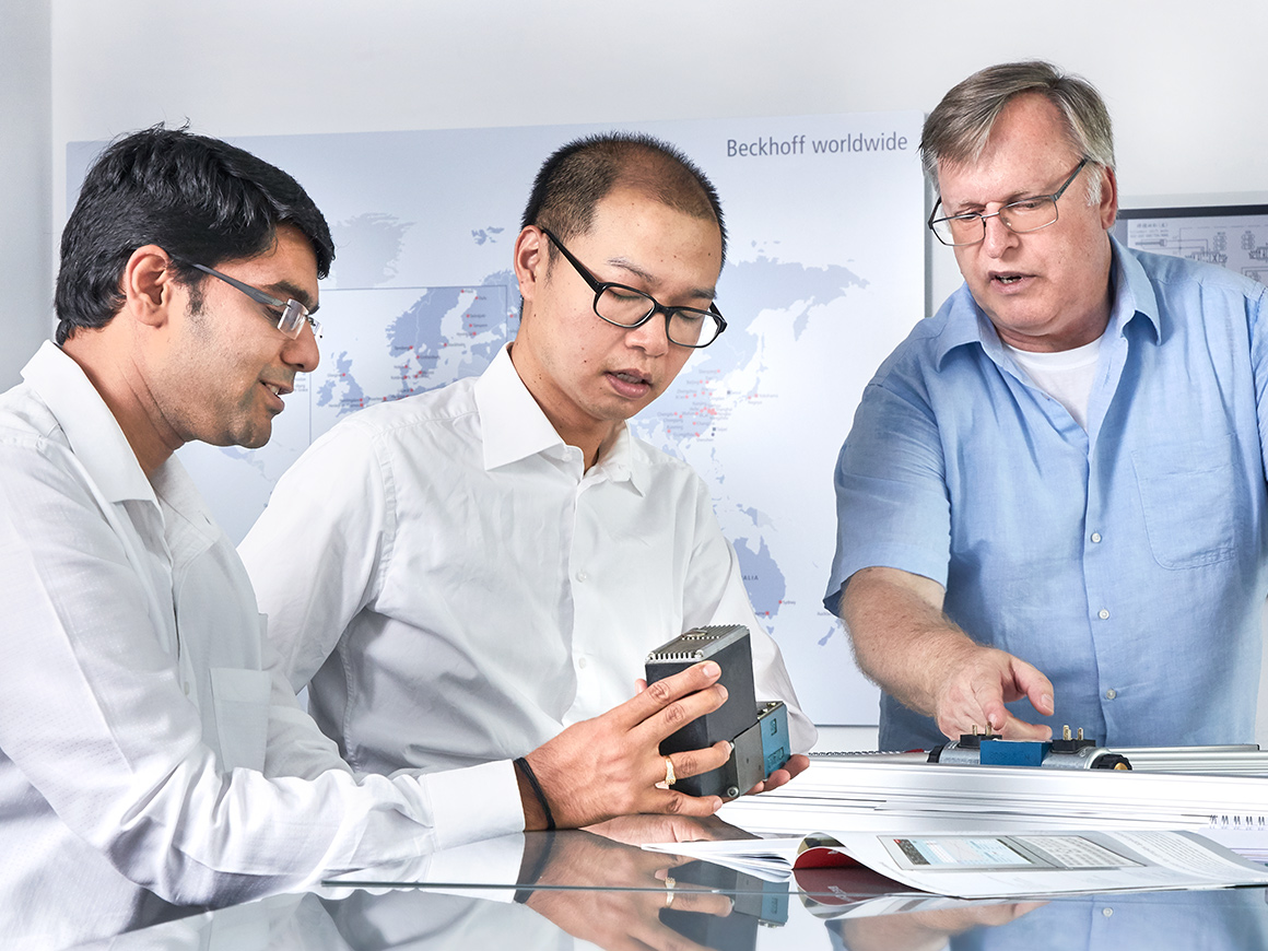 The Beckhoff team of experts with in-depth process and application know-how in the plastics industry supports you in the realization of top tier plastics machines.